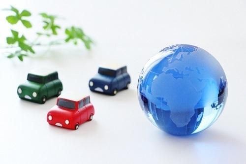 車と青い地球.jpg